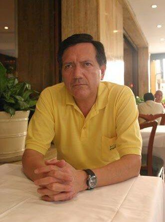 Miguel-Ángel Zapata (Perú): Un árbol cruza la ciudad.  Selección: Fernando Salazar Torres