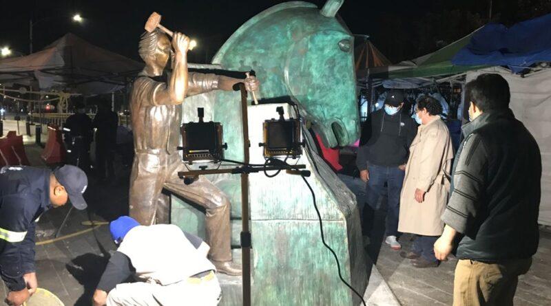 El regreso del Hombre del portafolio, del escultor Miguel Peraza. Por Carmen Nozal
