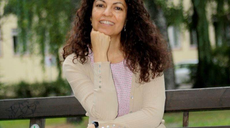 Viviane de Santana Paulo (São Paulo, Brasil). Traducción de Eduardo Langagne
